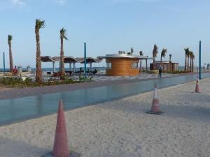 4_UAE_Dubai_Strand_Fac.