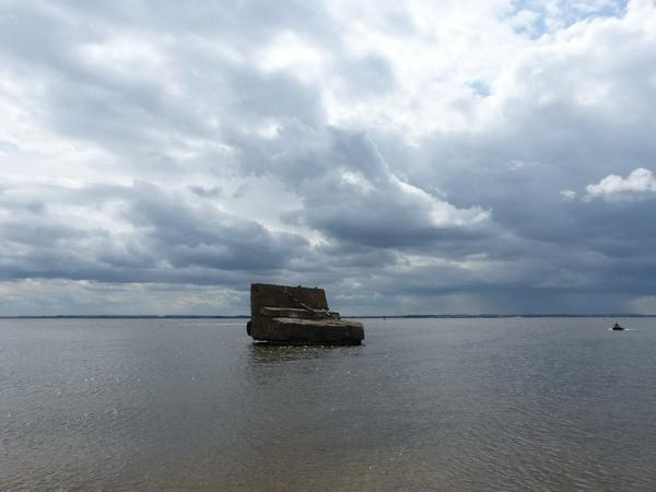 106-RUS_to_Kazan_Wolga_Betonteil-Wolken