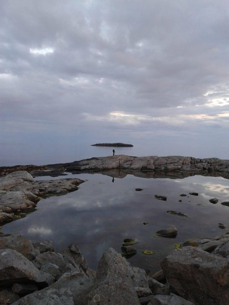 10.12_N_A_FElsen-Frau-Wasser-Insel-1