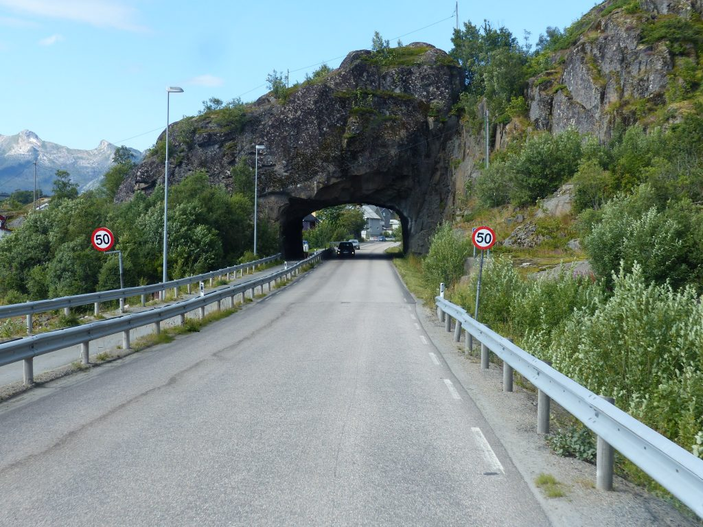 9.3_N_Lof-toSov-kurzer-Tunnel